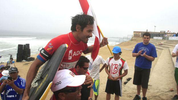 César Bauer conquistó el primer lugar en Bodyboard de los Juegos Bolivarianos. (Andina)