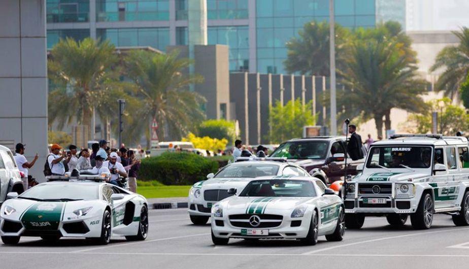 ferrari la in dubai with Autos Policia Dubai Son Mas Caros Mundo Fotos 1006958 on Aquarium likewise Un Ferrari Ff Para La Policia De Dubai Mas Superdeportivos Policiales 201313406 besides 06 moreover Voitures Luxes Abandonees Dubai besides Supercar Polizia.