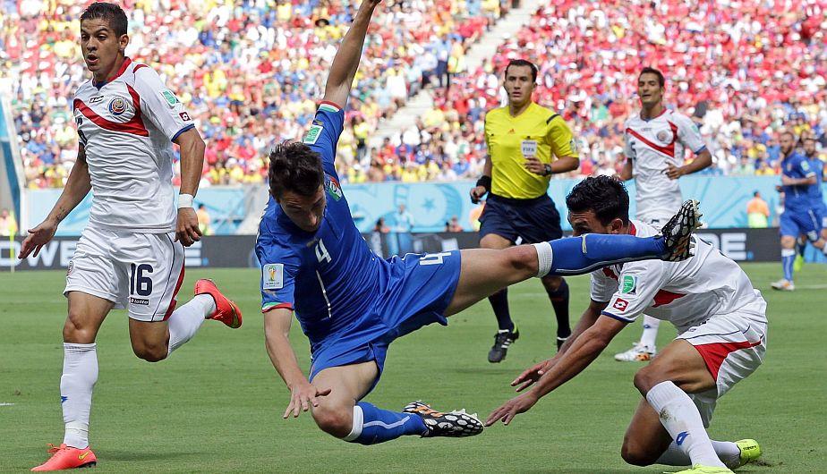 Costa Rica lleva la delantera ganando 1-0 a Italia.  (AP)