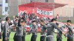 Selección Peruana: hinchas alentaron durante el entrenamiento (VIDEO)