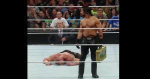 Esta intervención de Seth Rollins le impidió a John Cena ser el nuevo campeón de los pesos pesados. (WWE)