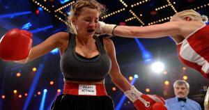 La rubia Melanie Müller entrenó con el campeón europeo de boxeo Maik Kurzweil. (Getty Images)