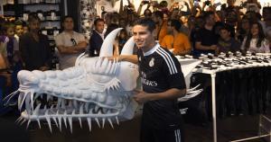 La camiseta es vendida en la página web del Real Madrid español. (Agencias)