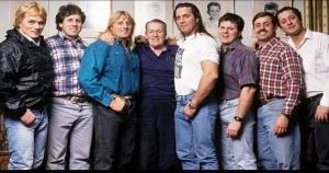 La dinastía Hart fue una de las familias más conocidas de la WWE. Bret Hart fue campeón y uno de los más queridos por los fanáticos. (WWE) / (MDR)