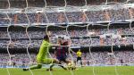 Iker Casillas y el paradón que le hizo a Lionel Messi a los 23'. (AFP / JS)