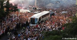 Los hinchas madridistas recibieron al equipo de Carlo Ancelotti. La cantidad fue increíble. (Real Madrid)
