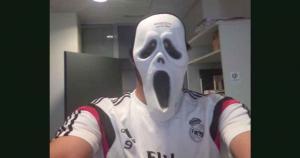 Detrás de esta máscara está nada menos que Karim Benzema, el delantero francés del Real Madrid. (Facebook Karim Benzemá)