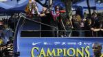 Eric Abidal celebra en el autocar tras ganar la Champions League en la temporada 2011. En la final le ganaron al Manchester United. (Getty Images)