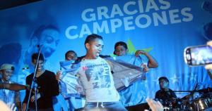 Edinson Chávez mostró sus dotes de buen bailarín. (Prensa Sporting Cristal)