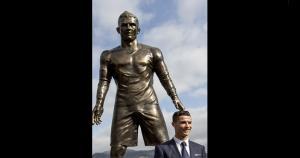 Parece que Cristiano Ronaldo se siente orgulloso con el detalle del short. (Getty images ( JS)
