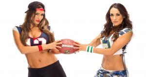 Las gemelas más famosas de la WWE alentarán a sus respectivos equipos en la final del Super Bowl. (WWE) / (MRM)