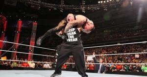 Brock Lesnar: después de ganar el título de la WWE en el 2002, se retiró de la compañía para entrenar con los Minnesota Vikings. (WWE)