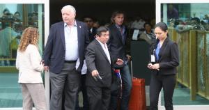 Ricardo Gareca arribó a nuestro país al promediar las 8 de la mañana. Fue recibido por el gerente de la Selección Peruana, Antonio García Pye. (Fernado Sangama)