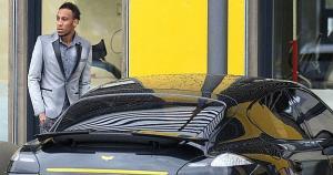 Pierre-Emerick Aubameyang ha 'tuneado' su auto y también dejó la marca de su superhéroe favorito. Todo un niño. (Bundesliga)