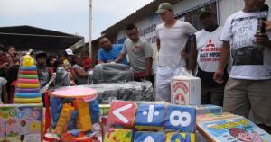 George Forsyth y Christian Cueva llevaron regalos a los niños junto al Comando Sur. (Alexander Bustillos)