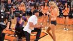 Piden matrimonio a cheerleader en pleno juego de la NBA - Noticias de trevor mundel