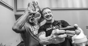 Hulk Hogan y Diamond Dallas Page se divirtieron en el Wrestlemania Axxess. (WWE)