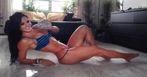 Pese a que Michelle Lewin tiene 28 años y ya está casada, para muchos goza del cuerpo más sexi de Miami.