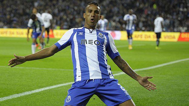 El Real Madrid hace oficial el fichaje de Danilo