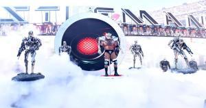 Triple H realiz{o una fantástica entrada al más puro estilo de 'Terminator'. (WWE)