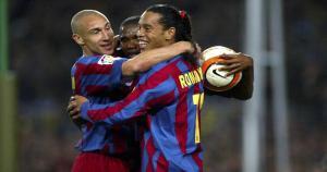 Samuel Eto'o, Ronaldinho y Henrik Larsson fueron parte del cuadro culé en la temporada 2005/06 (Getty Images).