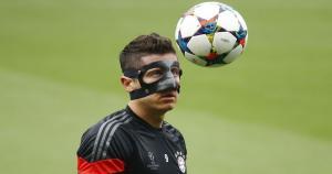 Robert Lewandowski luce así tras fracturarse el pómulo y mandíbula. (Reuters)
