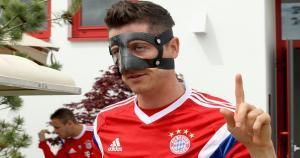 1. Robert Lewandowski (Bayern Munich). Fractura de tabique y mandíbula.. (Internet)