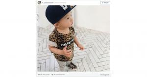 Este pequeño con  su gorra y su polo a la moda. (Instagram)