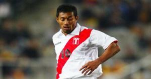 Roberto Palacios: 128 partidos jugados en 20 años (1992-2012) con la Selección Peruana. (Copa América 2015)