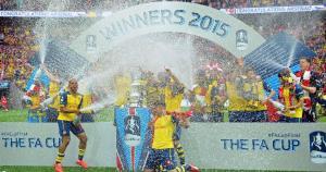 Arsenal se coronó bicampeón del torneo inglés. El año pasado venció a Hull City en la final. (AFP)