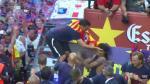 Xavi Hernández cacheteó a Neymar en la celebración del Barcelona (VIDEO)