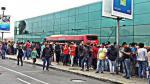 Selección Peruana: cientos de hinchas recibieron a la bicolor en su arribo a Lima - Noticias de mauricio motta