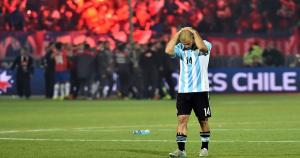 Javier Mascherano lamentándose tras la derrota de 4-1. (Agencias)