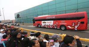 La Selección Peruana fue recibida por cientos de hinchas en el aeropuerto. (Erick Nzario)