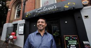 Nolberto Solano inauguró su restaurant en Newcastle, Inglaterra. (Chronicle Live)