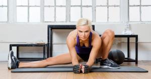 Lana demostró que ejercita su cuerpo día a día en el gimnasio para mantener su figura de infarto. (WWE)