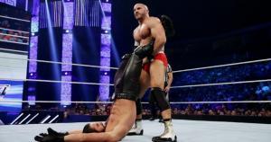 Cesaro y Seth Rollins abrieron el show de Smackdown con un combate espectacular. (WWE)