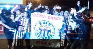 Un grupo de hinchas de Alianza Lima recibió al equipo en el aeropuerto de Arequipa. (Alán Mayta)