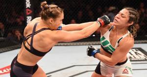 Ronda Rousey venció a Bethe Correia en 34 segundos y retuvo su cinturón gallo de UFC. (Getty)