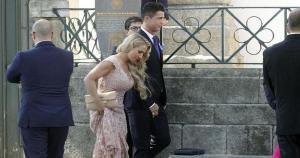 Cristiano Ronaldo llegó acompañado de esta hermosa dama. ¿Su nueva conquista? (Fotos: Marca)