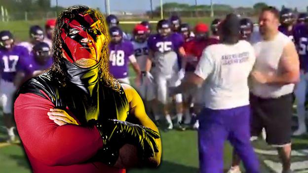 Entrenadores de un equipo juvenil de fútbol americano imitan a las estrellas de la WWE. (Ilustración Depor)