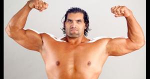 The Great Khali |Con 2,16 metros, en estos momentos Khali es el luchador más alto que ha pasado por la *WWE*. Su debut se produjo en el 2006, cuando ingresó al ring para golpear a The Undertaker. Se convirtió en campeón de la e