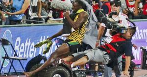 Usain Bolt sufrió un accidente durante el Mundial de Atletismo 2015. El incidente terminó en anécdota. (Reuters)