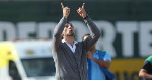 El técnico de San Martín, Cristian Díaz, agradeció al cielo por la victoria de su equipo. (Jesús Saucedo)