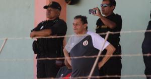 Roberto Chale dirigió desde la tribuna y no se cansó de dar instrucciones. Pajuelo apareció en la cancha. (Violeta Ayasta)