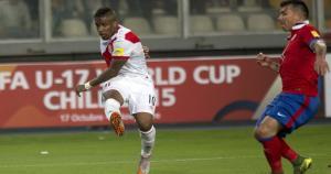 Chile vence 3-2 a Perú en el Estadio Nacaional. (AP)