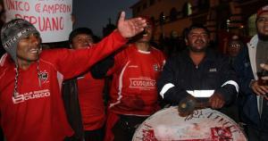 Hinchas de Cienciano salieron con bombos y carteles. (Difusión)