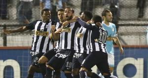 Mauro Guevgeozián dejó parado a Penny para marcar el primero del partido. (Daniel Apuy)