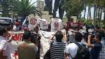 Universitario de Deportes: hinchas llegaron a dar su apoyo al plantel crema - Noticias de gabriel casimiro