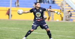 Mario Villasanti sacó de todo en el partido contra La Bocana. Gracias a él, Ayacucho F.C. se llevó un punto en su visita al norte del Perú (USI)
